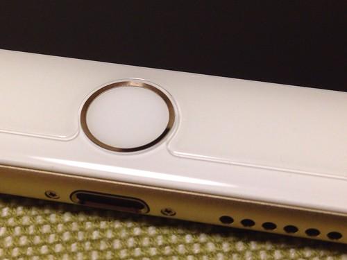 クリスタルアーマー® プレミアム強化ガラス for iPhone 6 Plus (0.15mm ゴリラガラス)_貼り付け後ボタン