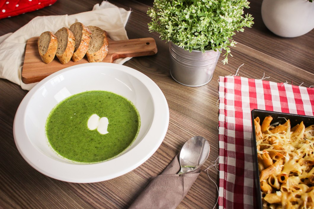 Imagen gratis de una sopa de espinacas