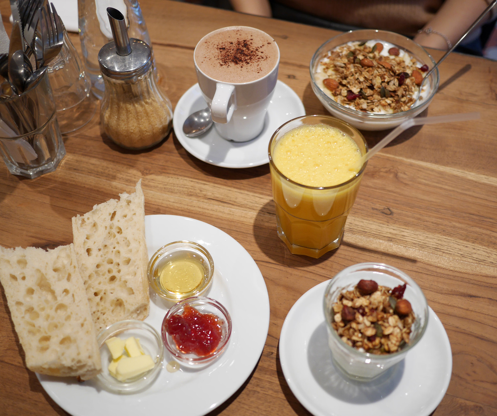 Breakfast in Paris - Poutch