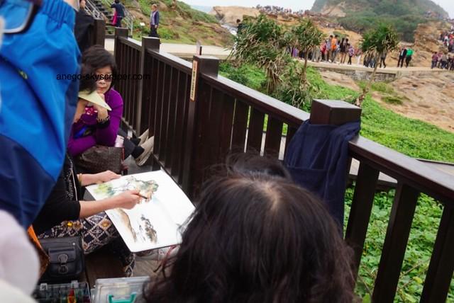 野柳 絵を描く人