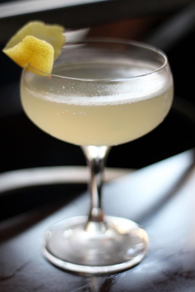cocktail lemon champagne