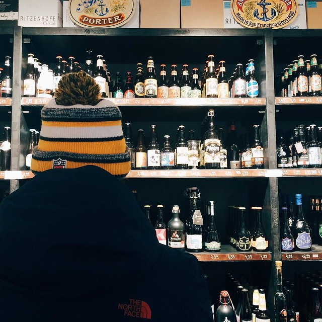 der mann kann jetzt auch in der heimat seine #craft beer liebe ausleben. (ist ja nicht so, dass wir eine ganze kiste importiert hätten...) ___ #vscocam #beer #dornbirn #igersviennaontour #schwiegerländle #makeitkäs #igersvorarlberg #hops #hoppyholidays