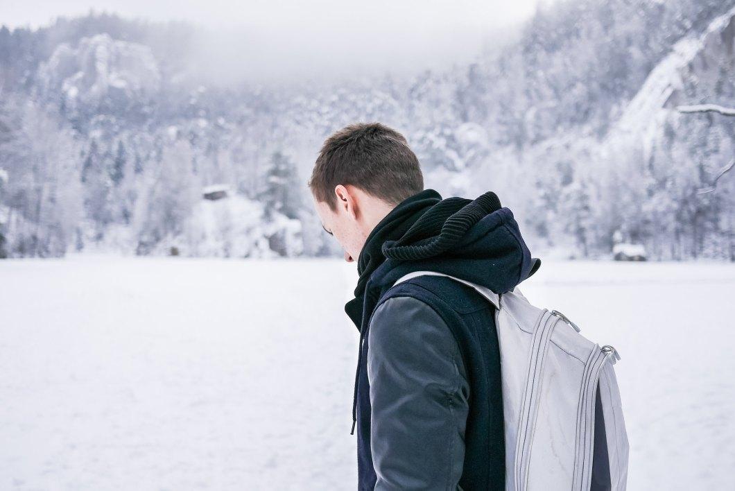 Imagen gratis de un hombre en la nieve