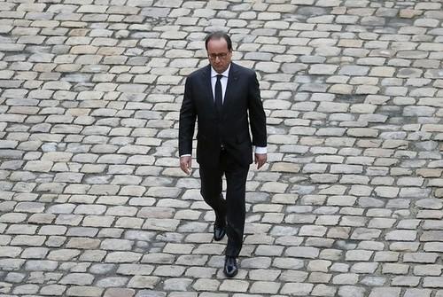 Hollande ordena intensificar ataques contra el EI