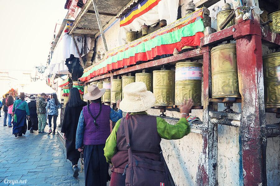 2015.12.09 | Tibet 西藏踢北去 | 尋找藏人真正的拉薩中心,被信仰力量震撼的大昭寺與舊城區 25.jpg