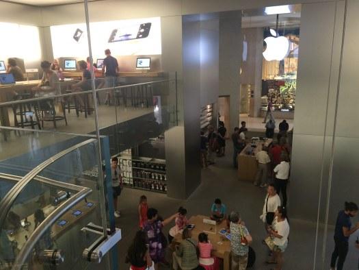 Apple Store Louvre (interior)