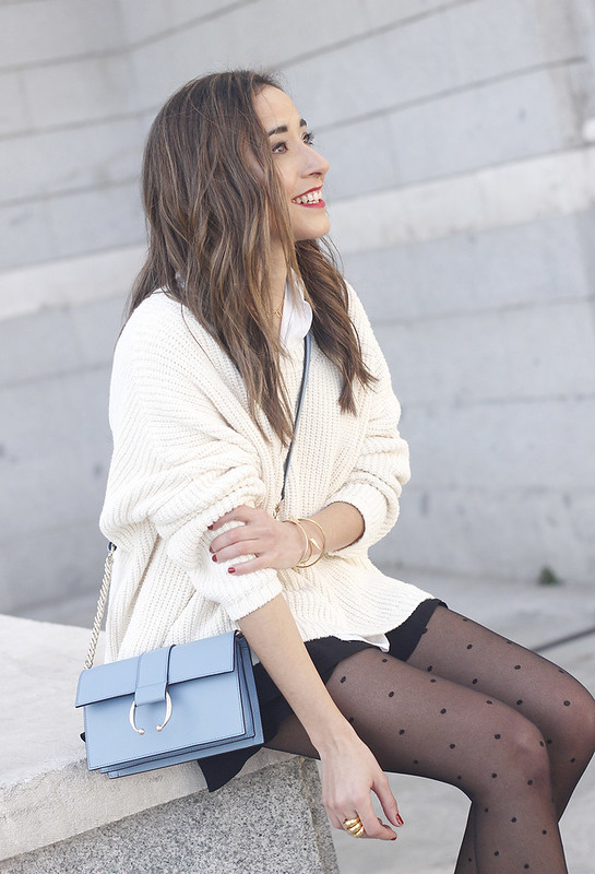 shorts with ruffles white sweater black heels uterqüe bag 11