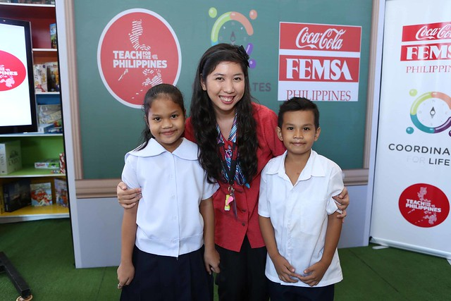 Teacher Ohne Lopez with her students under the Coordinartes for Life Program
