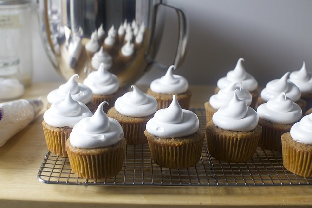marshmallow frosting dollops