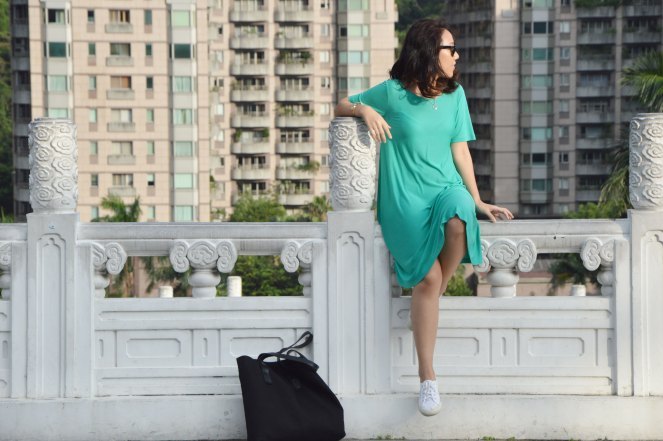 casual loose fit cos green dress, white superga sneakers, black cos tote bag, outfit