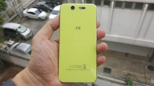 ZTE Blade S7 ด้านหลัง