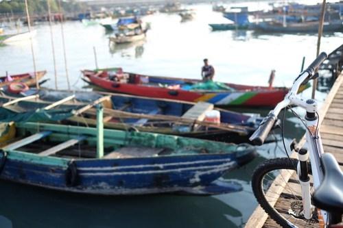 My ride my bicycle. Aktifitas kampung nelayan, lumpur Gresik
