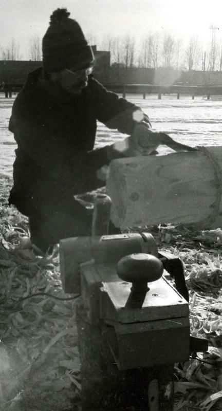 Зима старпом Серёга делает основание мачты