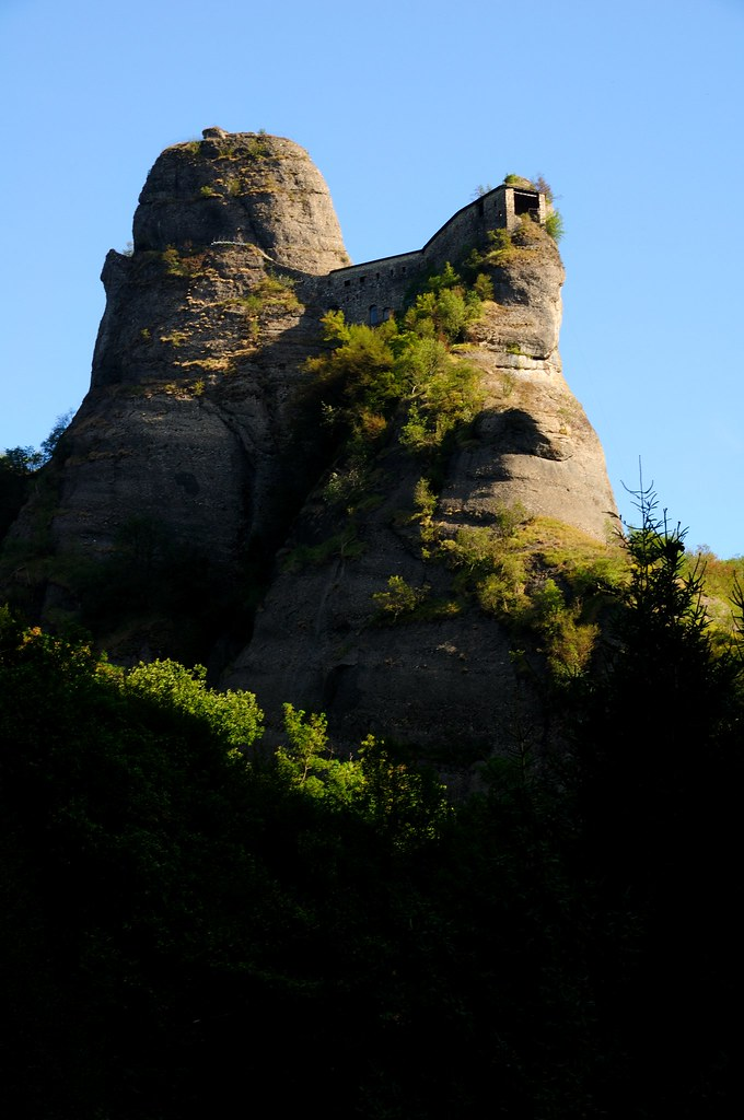 castello pietra 1