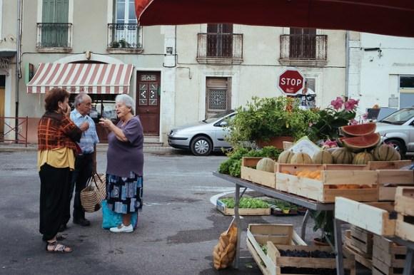 Naar de markt in de Luberon: bijkletsen op de markt van Banon