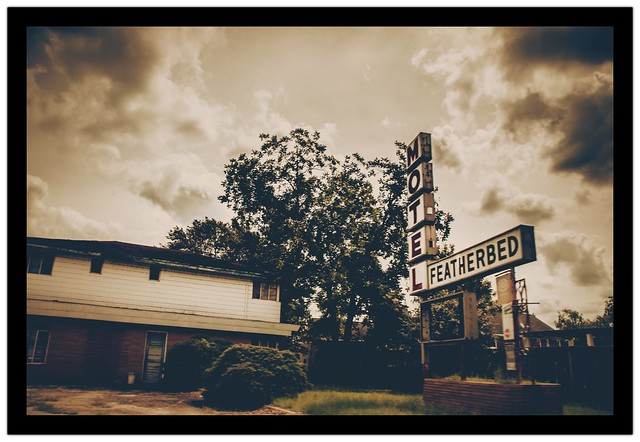 Motel Featherbed