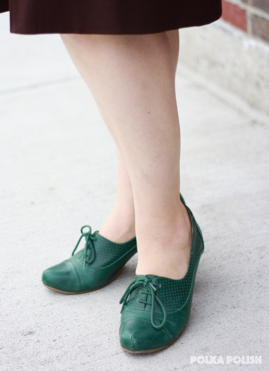 Green lace-up Chelsea Crew shoes complete a vintage outfit