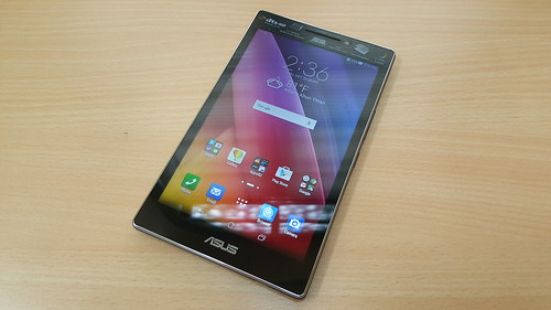 ASUS ZenPad 7.0 (Z370CG) ด้านหน้า