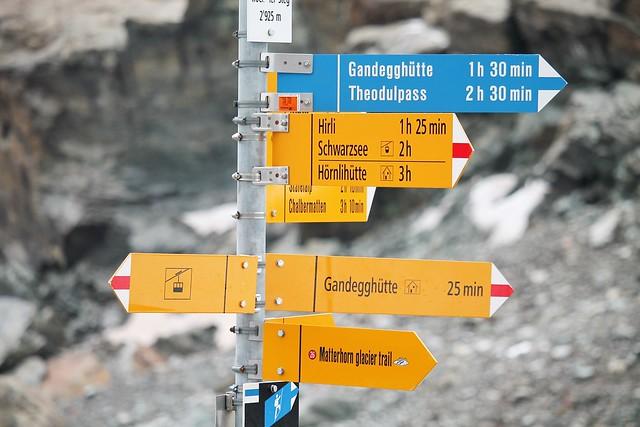 trockener steg trail signs swss alps
