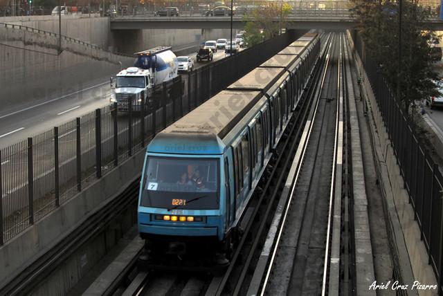 Metro de Santiago - Alstom NS93 N2061 - Cal y Canto / Santa Ana (L2)