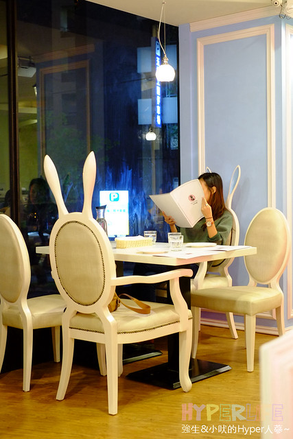 24014811945 bf5d87af0c z - Dazzling Cafe & Restaurant台中旗艦店開賣啦,12/31前每日有限量試賣優惠;餐點新增早午餐之外一併推出麵包烘培坊&外帶飲品唷~(已歇業)