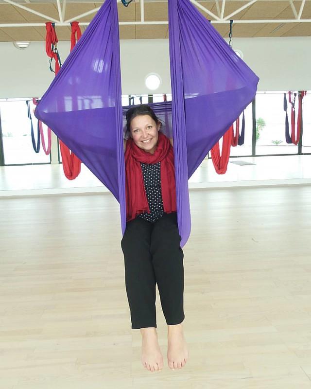 Aerial yoga. Nieuwe hippe sporten ontdekken. Deel 1.