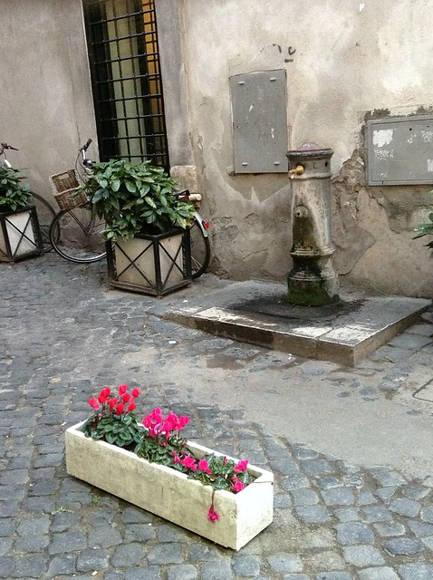 One of Rome's typical fountains or 'nasonii as they are usually called. One of 5 things your kids will love about Rome!