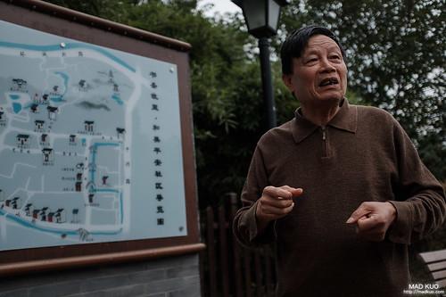 老伯發現我們在看地圖,便熱心的來解說,但紹興腔實在聽不太懂。