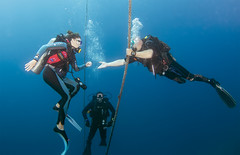 BK amputee diving instructor and diver on a safety stop 2