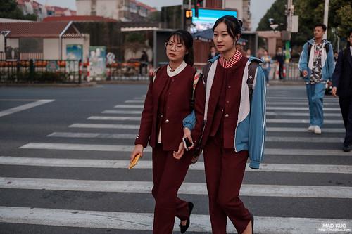 上海川沙-高中生下課觀察,說好的百折裙水手服呢?