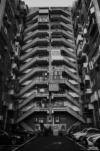 舊大樓的背後總會有對稱式的樓梯。2019/5/28