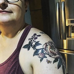 """Color done 🐝❤️ #tattoedknitter #tattoo #botanicaltattoo • <a style=""""font-size:0.8em;"""" href=""""http://www.flickr.com/photos/85938040@N00/48016044863/"""" target=""""_blank"""">View on Flickr</a>"""