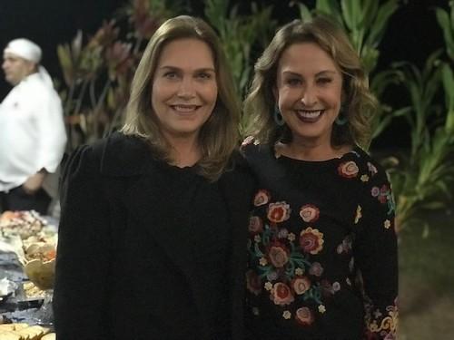 A coordenadora de Comunicação da Cenibra, Leida, com Raquel de Carvalho, representando a revista CHIQUE e o site raqueldecarvalho.com.br