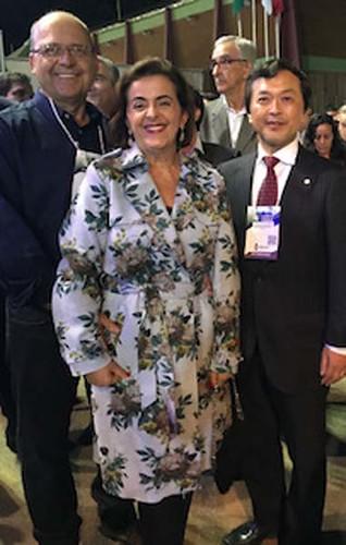 José Carvalho e a vereadora Cassinha Carvalho, com o presidente da Cenibra, Sr. Kamada