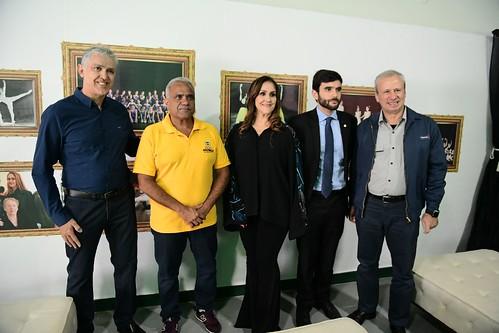 Júlio Olguin e Salette Olguin com o prefeito Nardyello Rocha, o promotor de Justiça Guilherme Castro e o presidente da Usiminas, Sérgio Leite - foto rodrigo zeferino (1)
