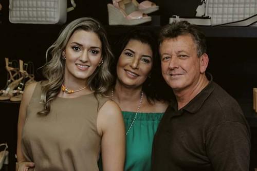 Gabriela, Roseli e Ademir