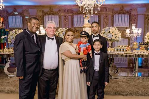 O avô Gerson Alexandrino com a família anfitriã