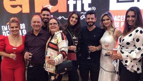 Isabela e Luan, Paulo Roberto e Ana, Silvia, Augusto e Helen, Kátia