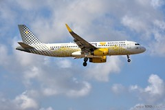Airbus A320-232 - Vueling (EC-MNZ) landing at ALC 18:00 August 24, 2019