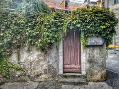 Porta della canonica dove Bernadette incontrò il curato. È rimasta solo la porta. #Lourdes #ORP #pellegrinaggiodiocesano2019
