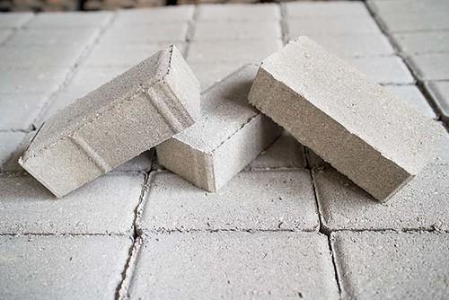 Fabricação de blocos intertravados cópia