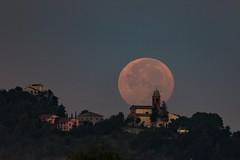 Luna piena sulla chiesa di Torriana
