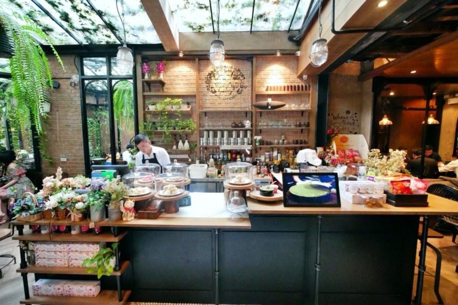 [曼谷美食]The Blooming Gallery 都市叢林裡的透明玻璃屋小花園~植物與花朵圍繞.IG網美打卡店 @VIVIYU小世界