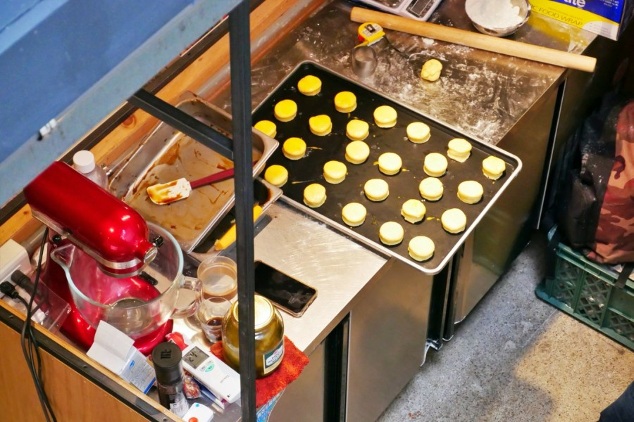 [台北美食]Fly cafe|捷運信義安和站~心目中第一名的肉桂捲就在蒼蠅哥的新咖啡館 @VIVIYU小世界