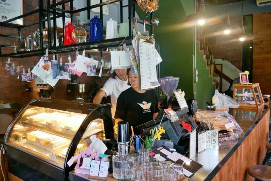 [嘉義美食]聖塔咖啡 文化路夜市旁~自製美味甜點搭配特選咖啡豆.夜市逛累之後的好選擇 @VIVIYU小世界