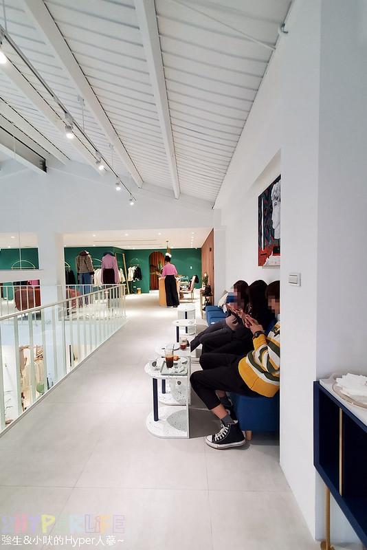 49156615441 15178dc497 c - 店內滿是妹子的韓系網美咖啡店,Stunning Cafe空間大器好拍還結合了三種風格服飾~