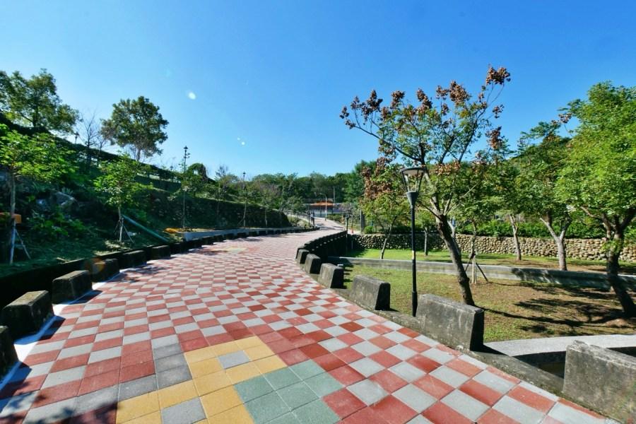 [新北市旅遊]永吉公園|鶯歌老街附近的特色公園~3D彩繪牆區.螺旋溜滑梯.汲水體驗區.炮杖花盛開 @VIVIYU小世界