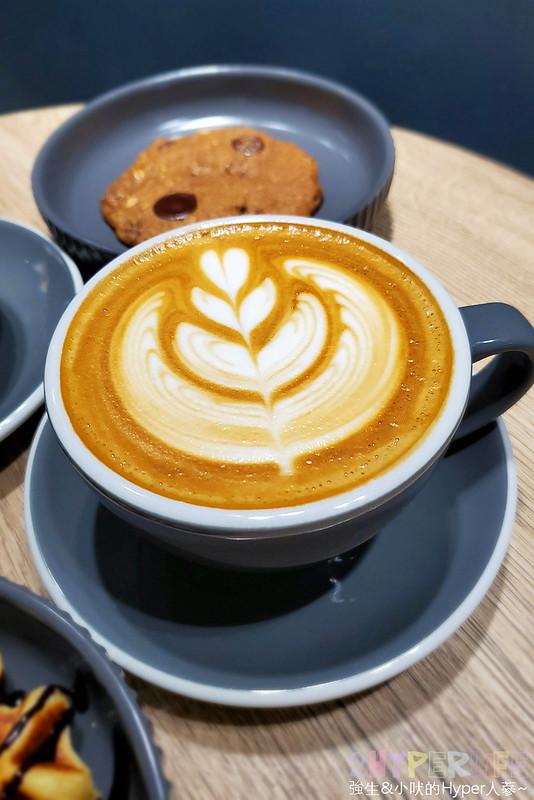 49527606503 427d4e9795 c - Brewsome Coffee│鬧中取靜的寧靜質感咖啡館,隔壁還有一間假的咖啡店可別走錯~
