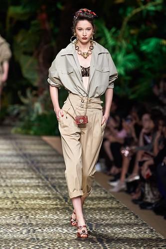 Um jeito asbusado de vestir como se fosse para um safari