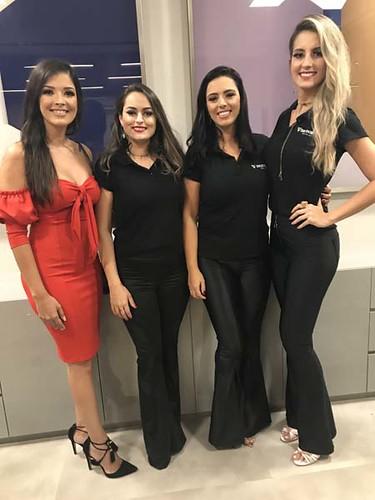 A gerente Thalita com as funcionárias da nova Sicoob, Tamires, Kamila e Suellen